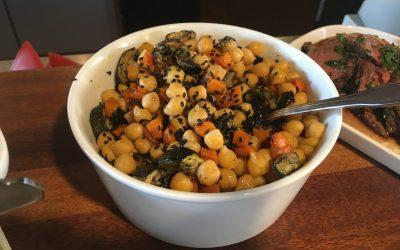 Kikærtesalat med ovnbagte grøntsager